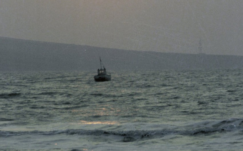 Malayziya sahilləri yaxınlığında 100 qanunsuz miqrantın olduğu gəmi batıb