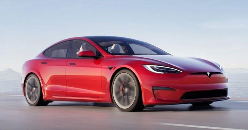 Tesla начала поставки самой мощной версии электроседана