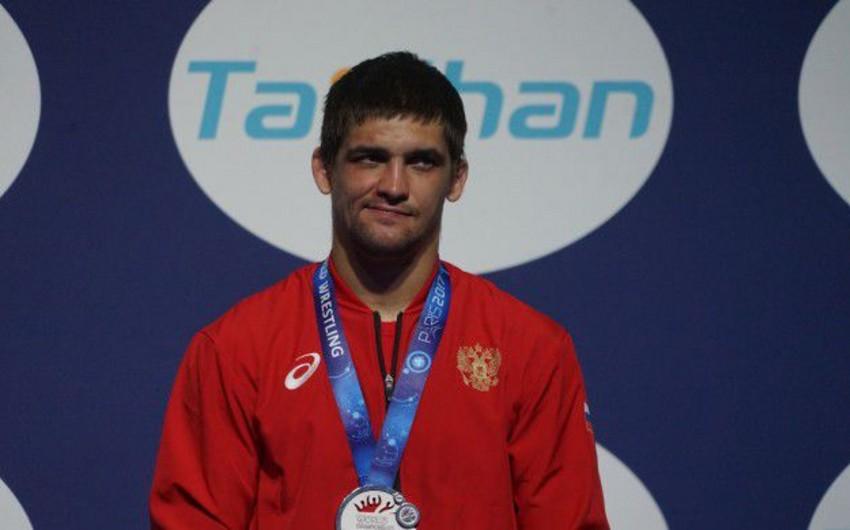 Rusiyalı güləşçi dünya çempionatında qazandığı medaldan məhrum edilib