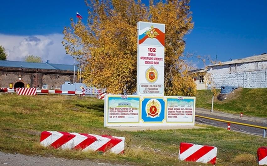 Rusiya Ermənistandakı hərbi bazasının rəhbərliyini istefaya göndərib
