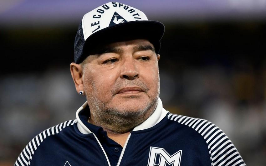 Maradonanın qadın paltarında görüntüləri yayıldı