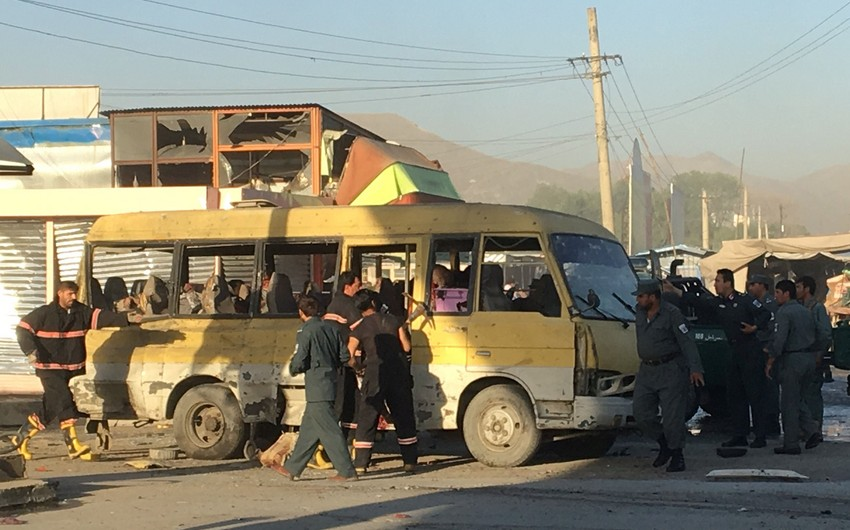Kabildə nazirlik əməkdaşlarını daşıyan avtobusa hücum olub, 10 nəfər yaralanıb - YENİLƏNİB