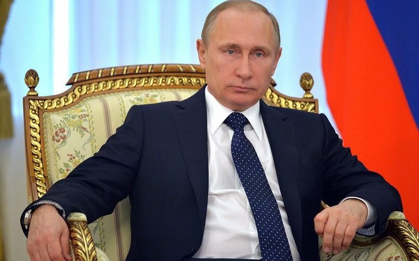 Putin: Rusiya iqtisadi tənəzzülü demək olar ki, adlayıb
