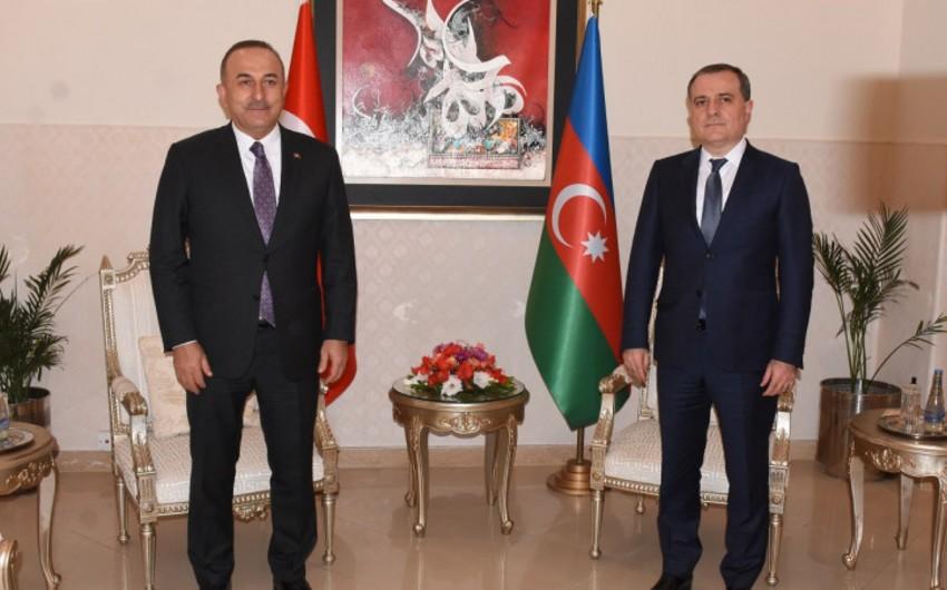 Джейхун Байрамов обсудил заявление по Карабаху с Мевлутом Чавушоглу