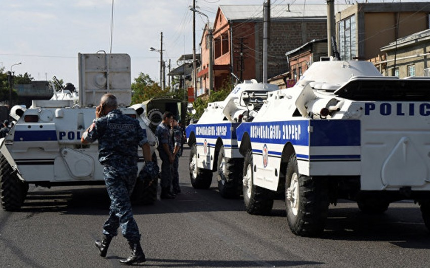 One hostage freed from the captured police station in Yerevan
