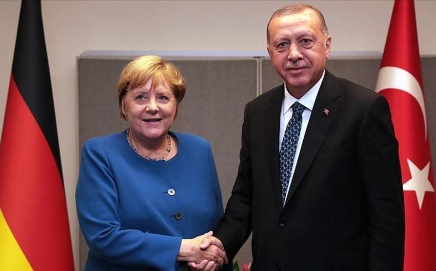 Ərdoğan və Merkel Suriyanı müzakirə edib
