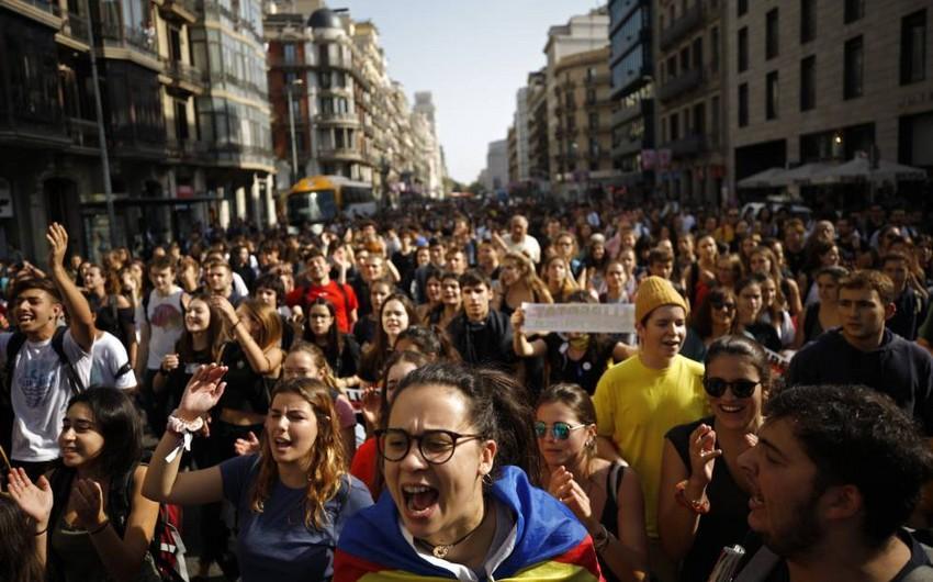 Kataloniyada iki gün ərzində xəsarət alan polisin sayı açıqlanıb
