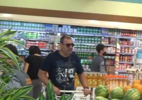 Polis iri supermarketlərdə reydlər keçirir
