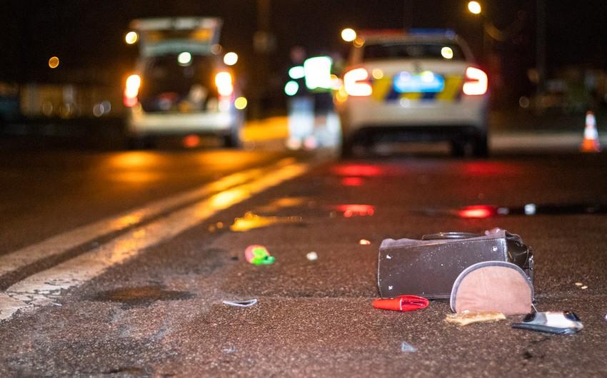 Salyanda avtomobil 54 yaşlı qadını vurub