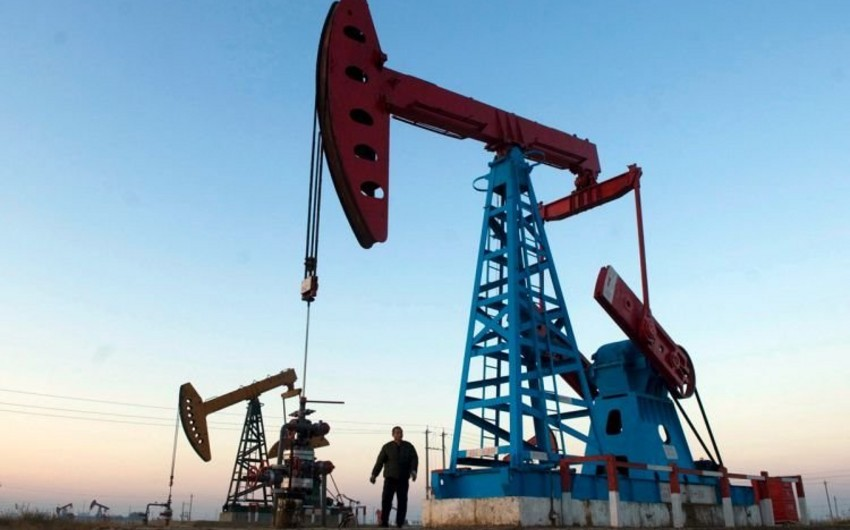 Daily oil output in Azerbaijan reduced in October