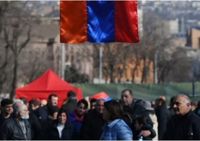 В Ереване оппозиция вернулась к зданию парламента
