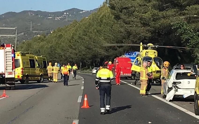İspaniyada 12 avtomobilin toqquşması nəticəsində 25 nəfər xəsarət alıb