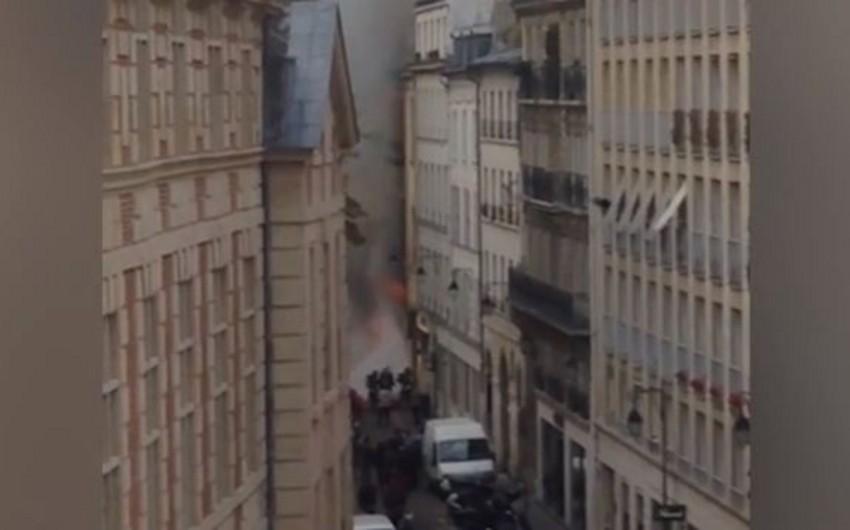 Parisdə şəhərin ən qədim kitab mağazalarından birində yanğın baş verib - VİDEO
