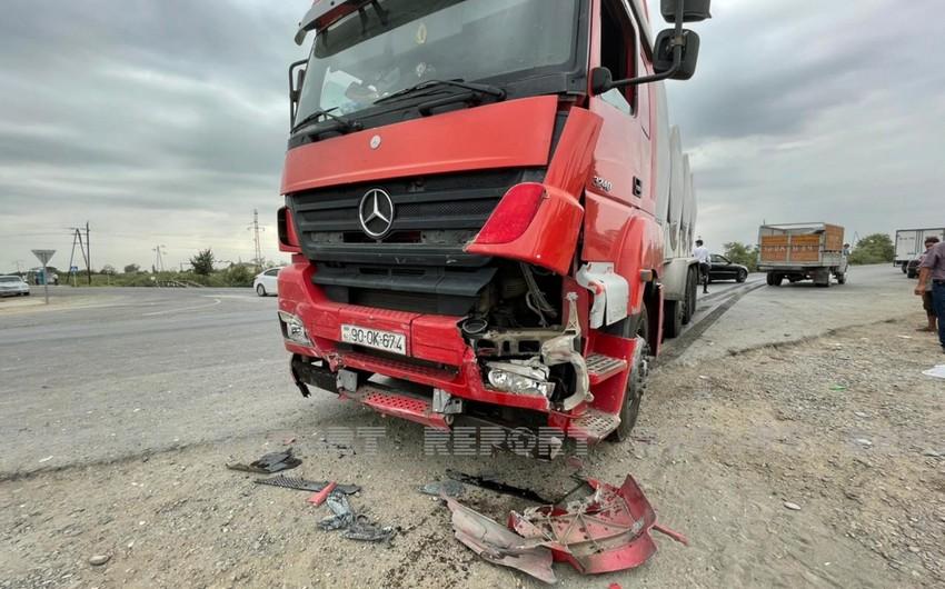 В Кюрдамире столкнулись грузовой и легковой автомобили, есть погибший