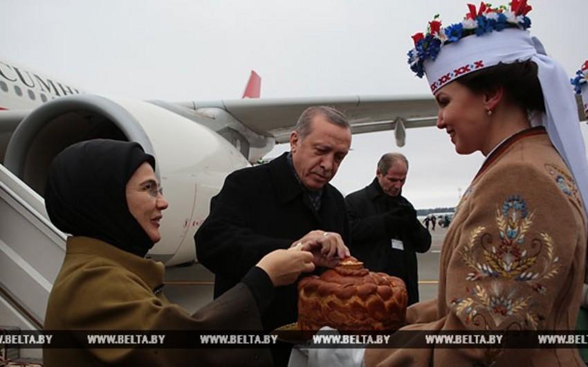 Türkiyə prezidenti Belarusda rəsmi səfərdədir