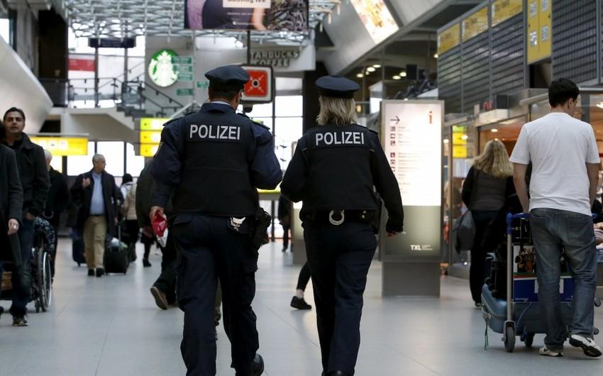 Almaniya polisi Frankfurt aeroportunda əməliyyat keçirir, saxlanılanlar var