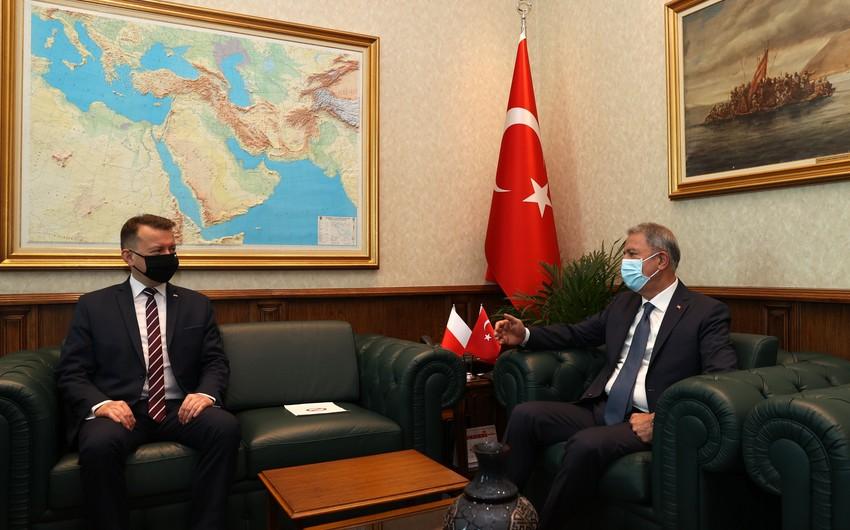 Türkiyə və Polşanın müdafiə nazirləri görüşüb