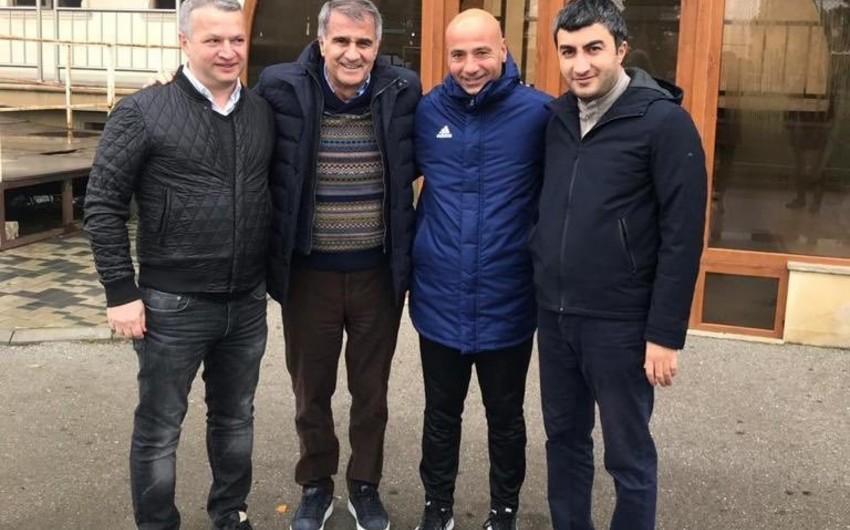 Главный тренер сборной Турции Шенол Гюнеш приехал в Баку