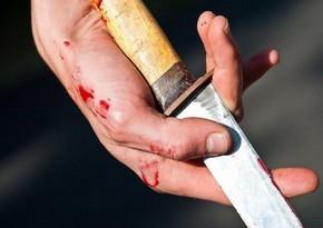 Bakıda ahıl kişi özünü bıçaqlayıb