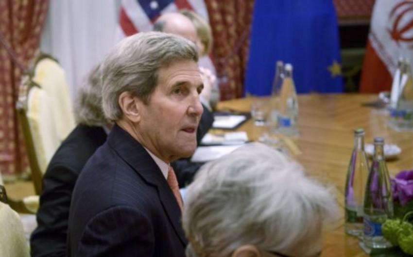 Керри намерен остаться на переговорах в Лозанне минимум до четверга
