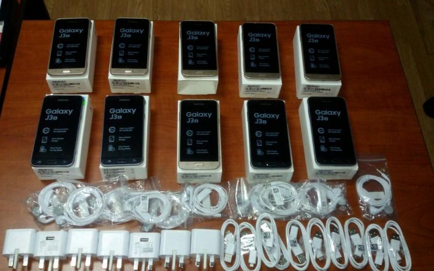 Bakıda mağazadan 3000 manatlıq mobil telefon oğurlanıb