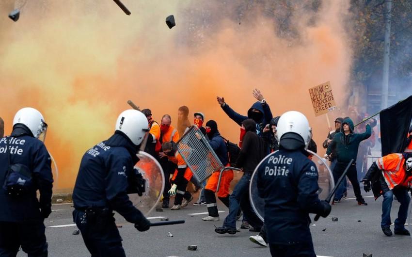 Belçikada iğtişaş baş verib: 100-dən çox insan polisə hücum edib - VİDEO