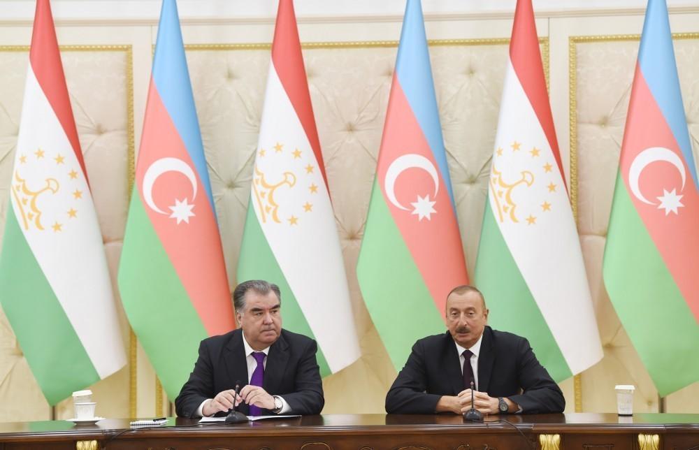 Президенты Азербайджана и Таджикистана выступили с заявлениями для печати