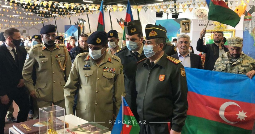 Zakir Hasanov gets acquainted with Azerbaijani stand in Moscow