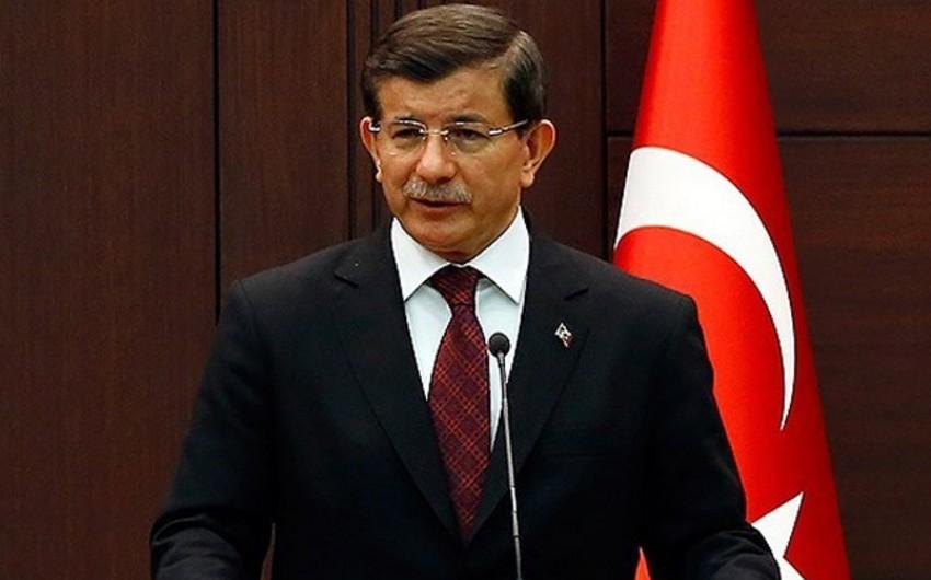 Türkiyənin baş naziri Ankarada terror zamanı ölənlərin sayını açıqlayıb