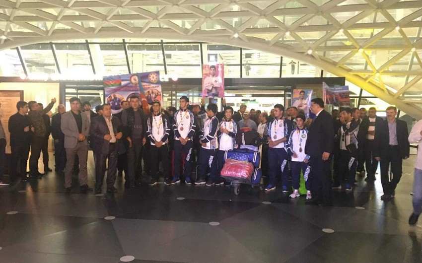 Azerbaijani athletes participating in Olympic Games return to Baku - PHOTO
