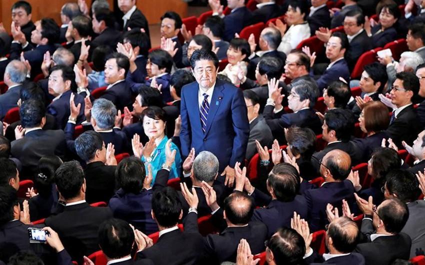 В Японии правящая партия отложила свой съезд из-за коронавируса