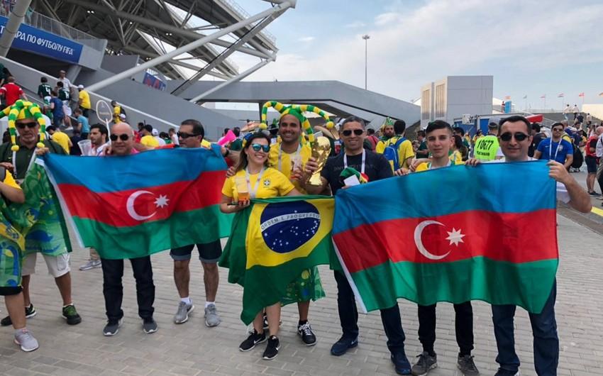 Braziliya-Meksika oyununda azarkeşlər Azərbaycan və Türkiyə bayraqlarını dalğalandırıblar