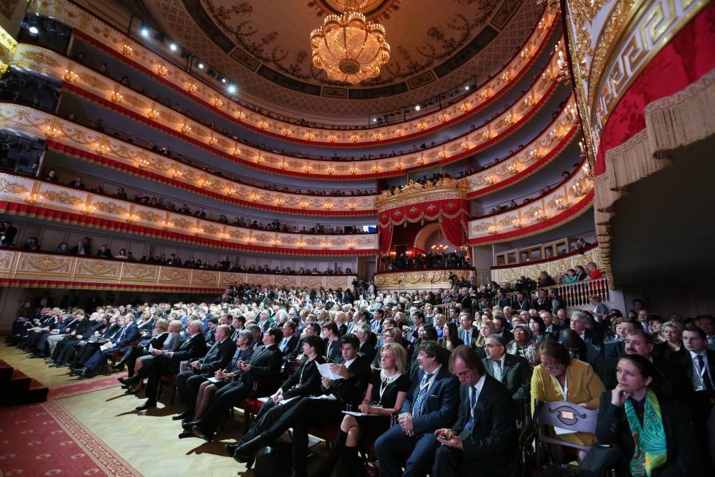 Azerbaijan donates National handmade carpet to the Hermitage