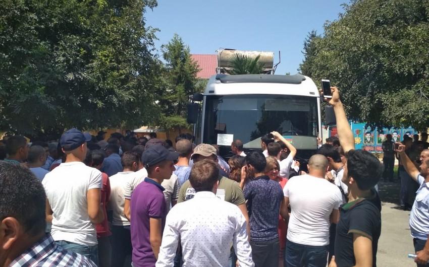 Bərdədə çağırışçı gənclər hərbi xidmətə yola salınıb - FOTO