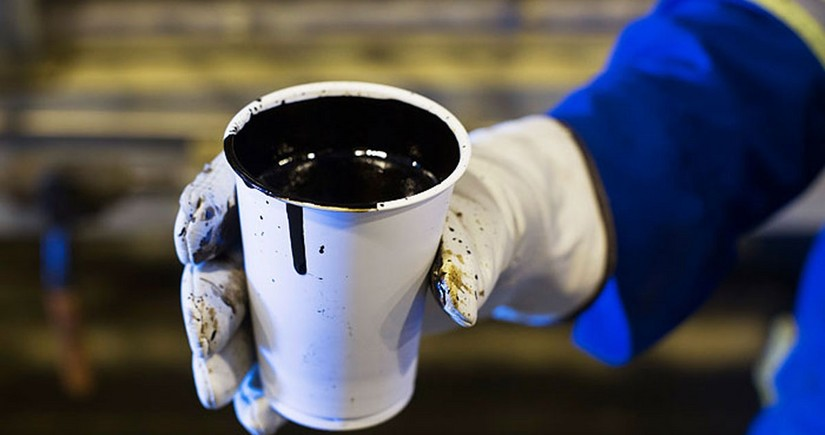 """""""Bloomberg"""": Neftin qiyməti 74 dollara qədər arta bilər"""