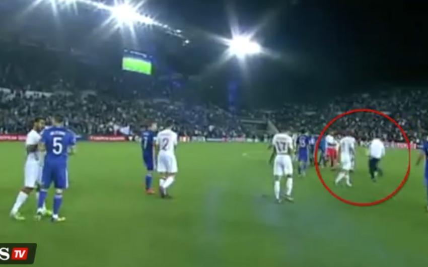 İspaniya millisinin futbolçusu İsko Alarkona qarşı bıçaqla hücum olub