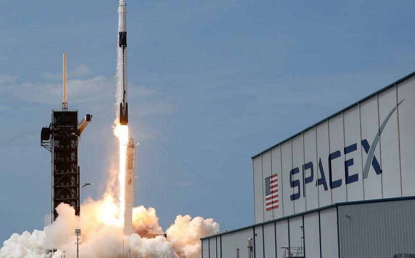 SpaceX до конца года хочет запустить на орбиту корабль с туристами