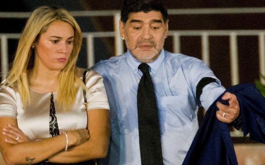 Dieqo Maradona keçmiş sevgilisini məhkəməyə verir