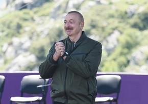 Prezident İlham Əliyev Şuşada Yuxarı Gövhərağa məscidində olub - YENİLƏNİB