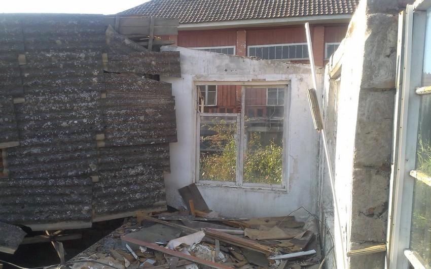 Lənkəranda taxta konstruksiyalı birmərtəbəli bina çöküb