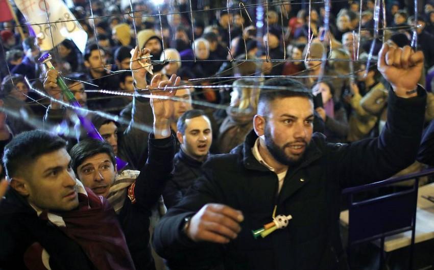 Tbilisidə onlarla aksiyaçı saxlanılıb, 3 nəfər xəsarət alıb - YENİLƏNİB