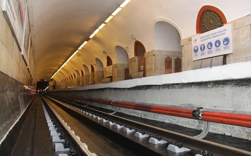 """Metronun """"Xətai"""" stansiyasında taxta şpallar beton şpallarla əvəzlənir"""