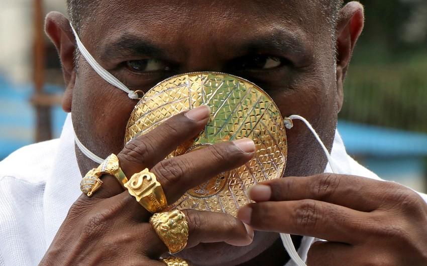В Индии начали продавать защитные маски, украшенные бриллиантами