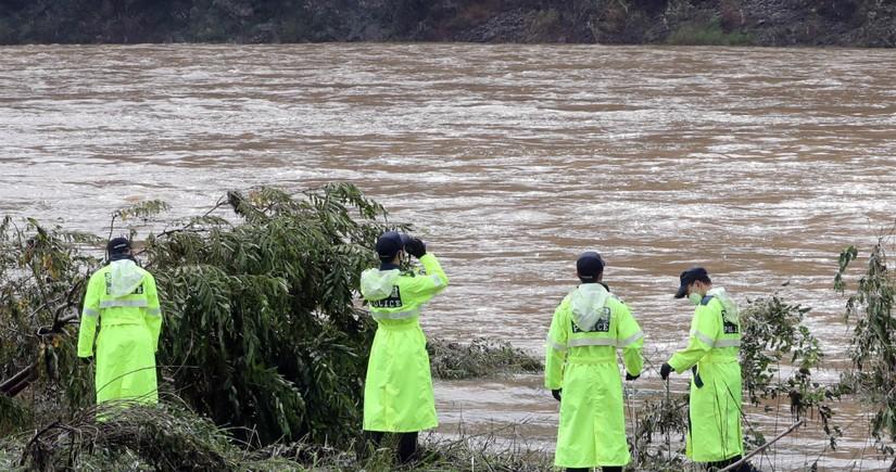 Cənubi Koreyada onlarla insan güclü yağışların qurbanı olub