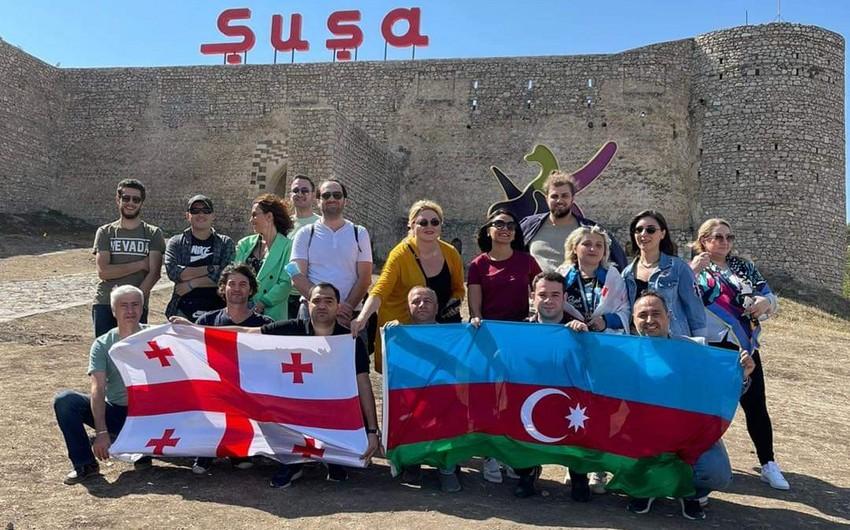 Gürcüstanlı jurnalist və ekspertlər Şuşanı ziyarət edib