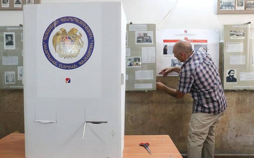 В Армении открылись избирательные участки на внеочередных выборах в парламент