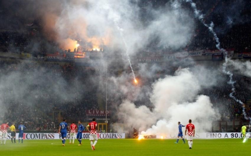 İtaliya-Xorvatiya oyunu 73-cü dəqiqədə yarımçıq dayandırılıb
