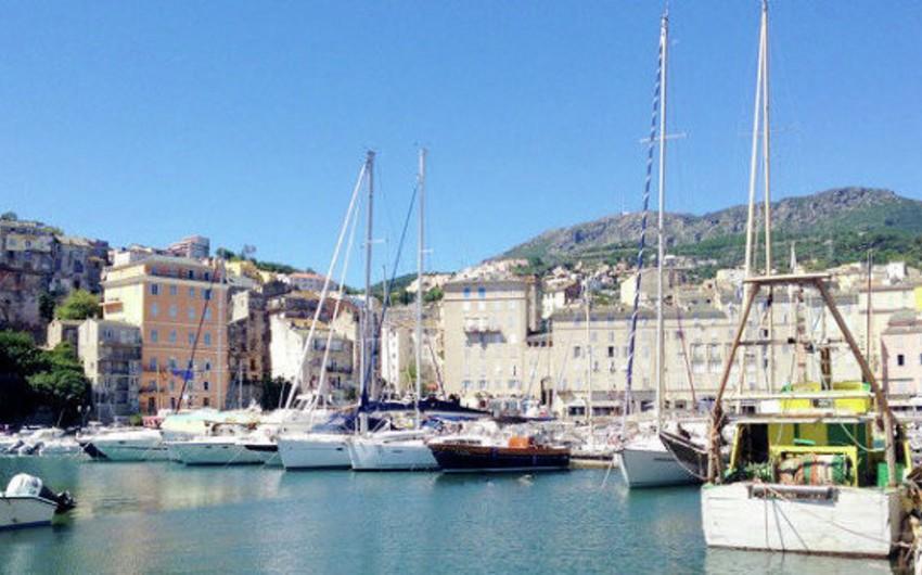 Korsika adasında müsəlman ibadətgahı dağıdılıb