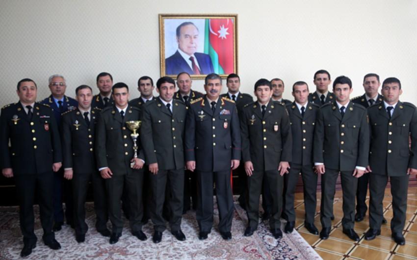 Müdafiə naziri hərbçilərin 31-ci dünya çempionatında medal qazanan Azərbaycan idmançıları ilə görüşüb - FOTO