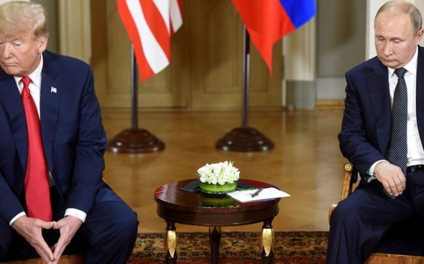 Donald Tramp Helsinki görüşündə Putinə göz vurub - VİDEO